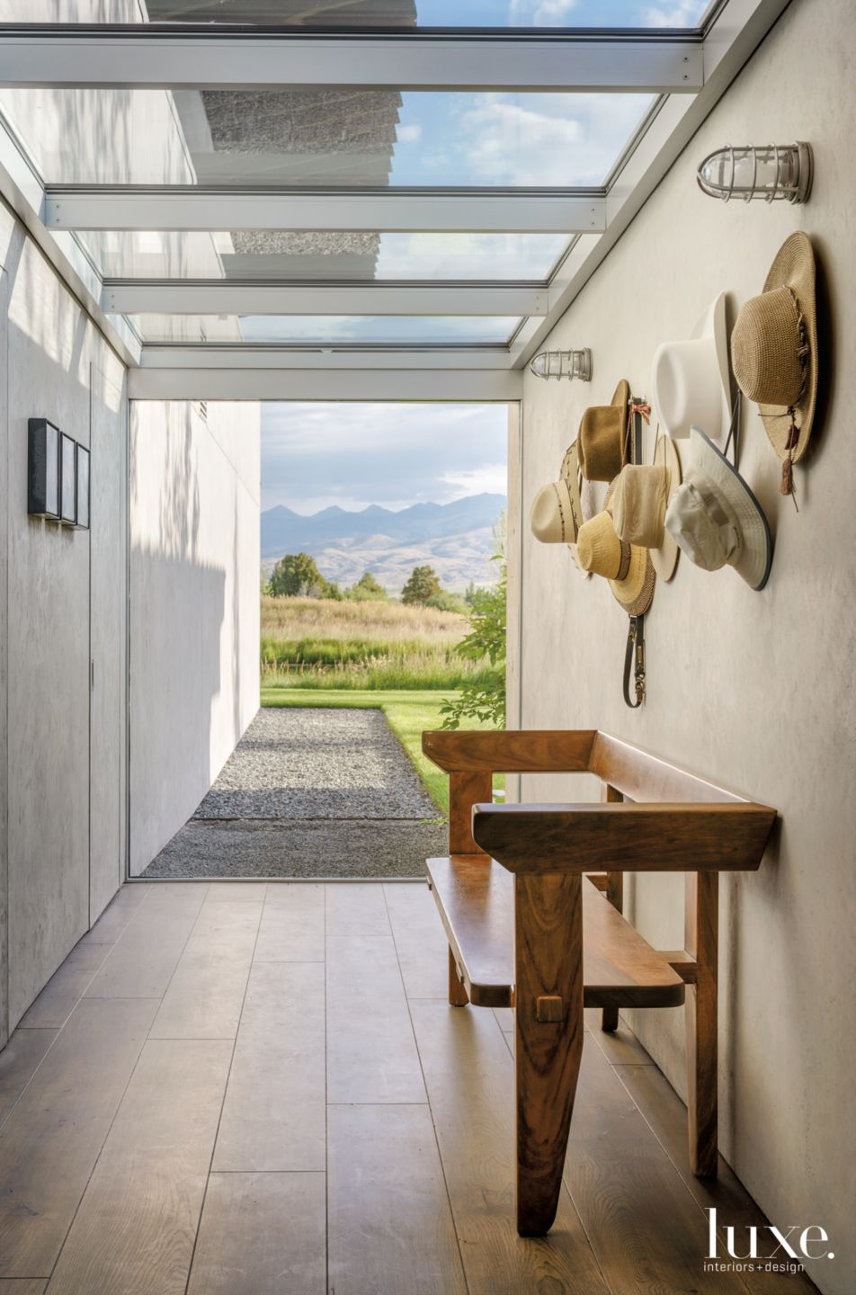 Glass-Ceilinged Vestibule Blends Inside & Out in Montana