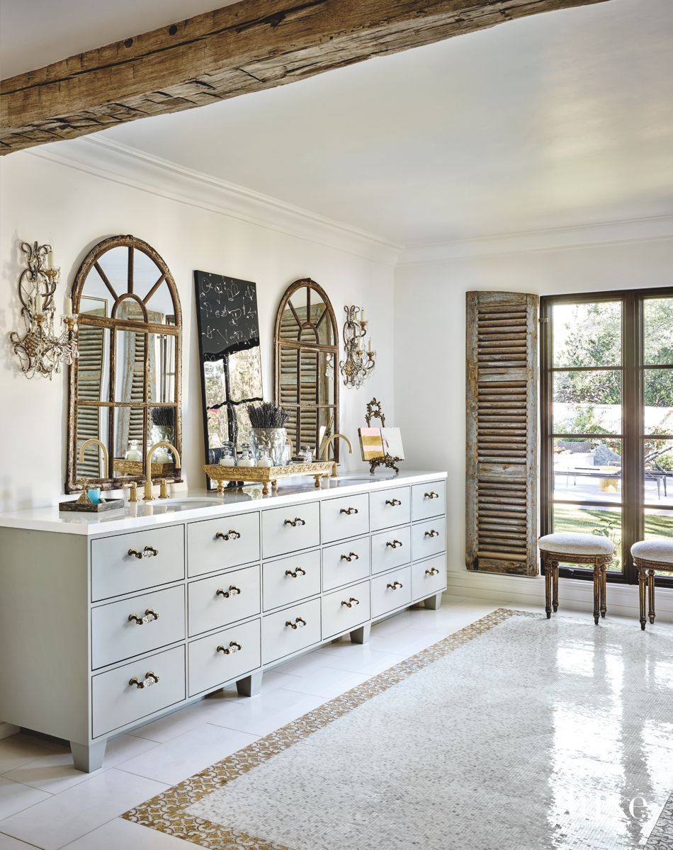 Fashionable Paradise Valley Bathroom with Antique Finishes