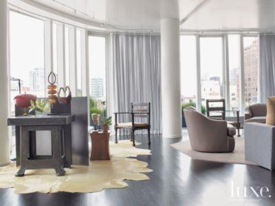 A Serpentine Facade Manhattan Home Features