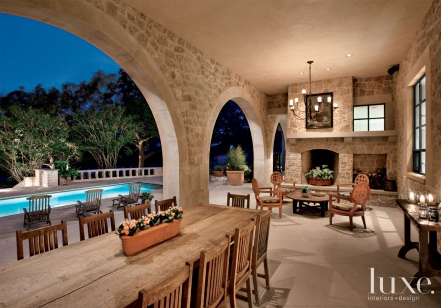 Neutral country loggia with large arched openings luxe for Loggia house