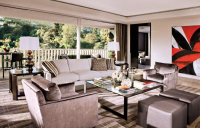 Elegant David Added His Signature California Chic Aesthetic To This Beverly Hills  Homeu0027s Living Area.