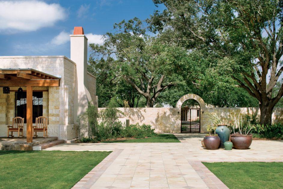 Neutral Southwestern Courtyard Luxe Interiors Design