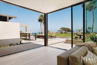 Modern Indoor Outdoor Living Area