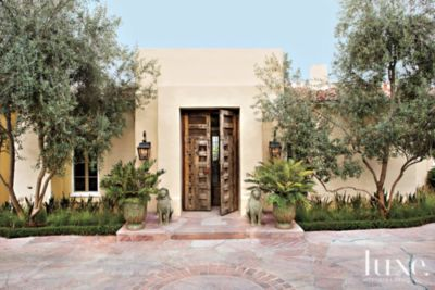 A Classic Rancho Sante Fe House With Colonial Style Architecture