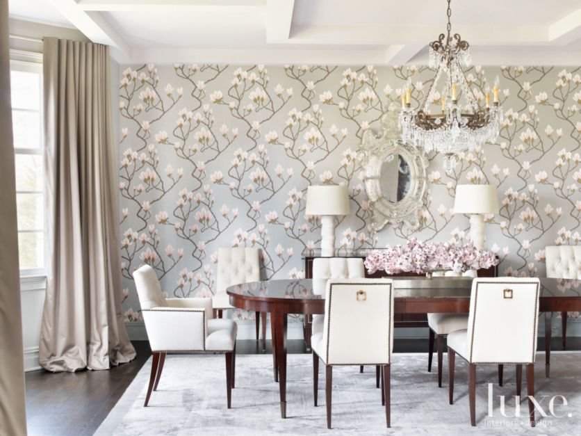 Formal traditional dining room with floral wallpaper for Traditional dining room wallpaper