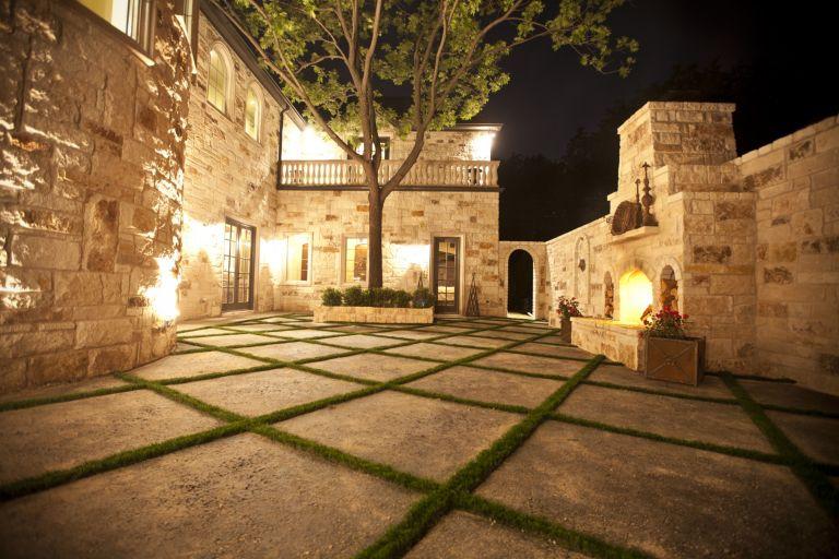 Courtyard By Bella Vita Custom Homes Luxesource Luxe Magazine