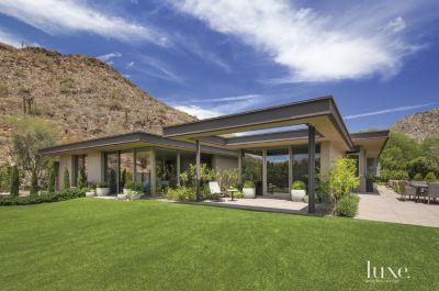 A Contemporary Mountainside Arizona Home Features