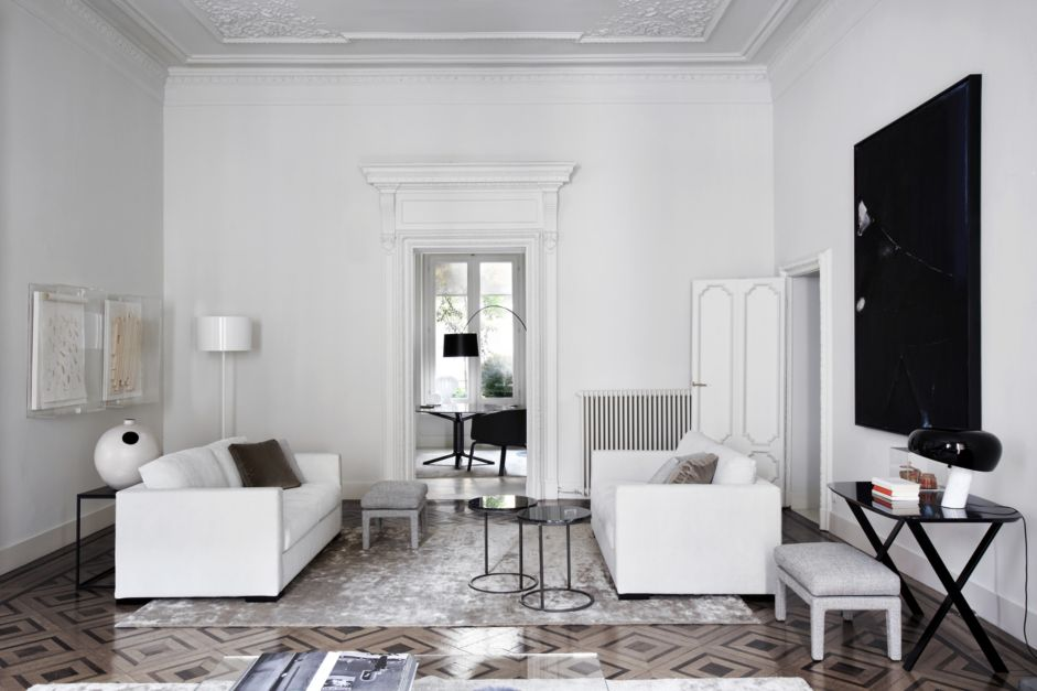 all white living room by luxe interiors