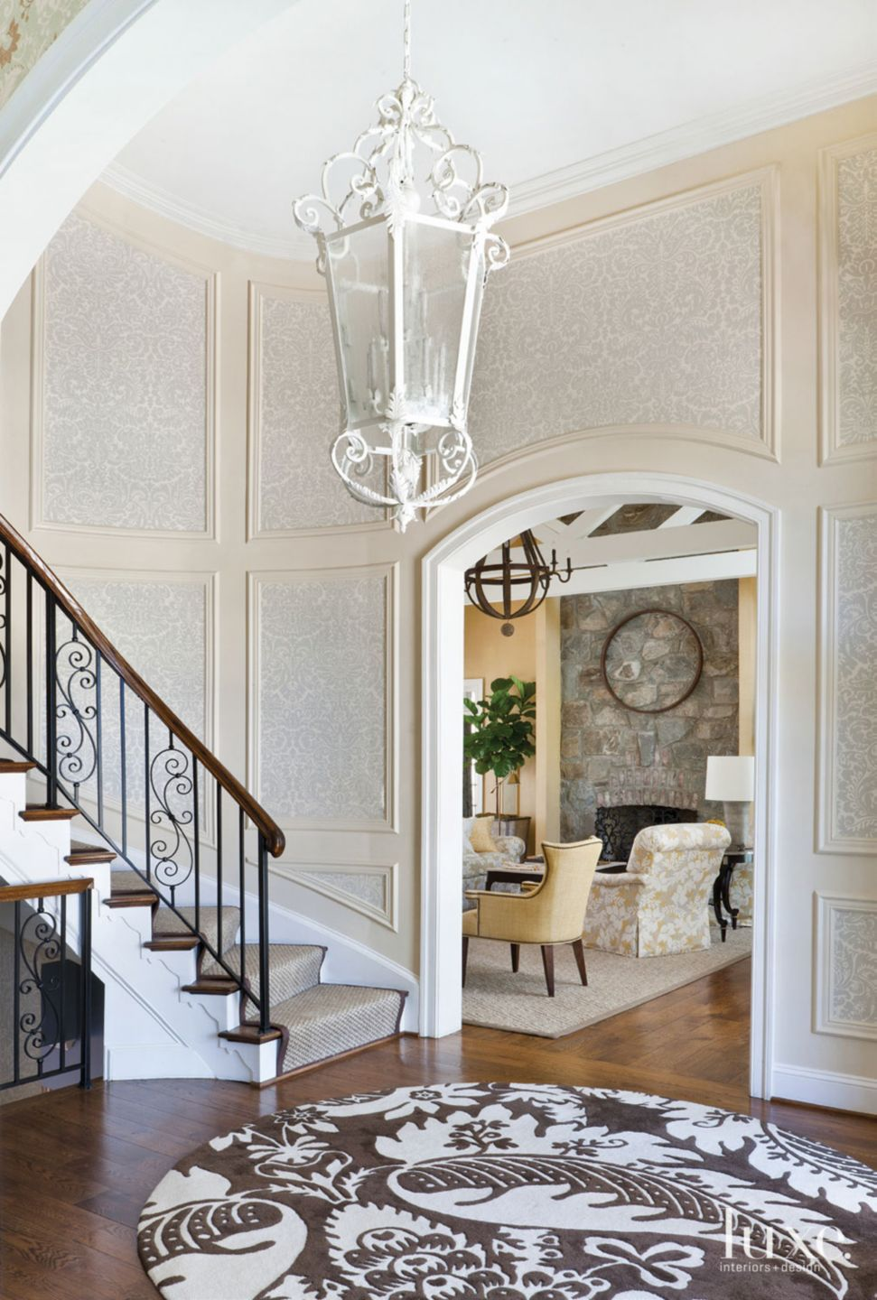 Traditional Cream Curved Foyer