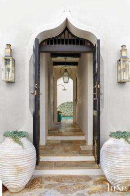 modern white entry with black arched stucco doorway luxe interiorsmodern white entry with black arched stucco doorway
