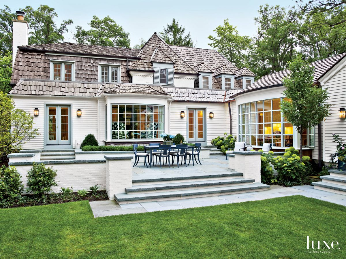 Traditional White Terrace with Bluestone Flooring