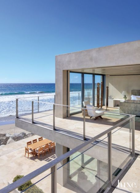 Simple rectilinear forms balcony overlooking the ocean for Balcony overlooking ocean
