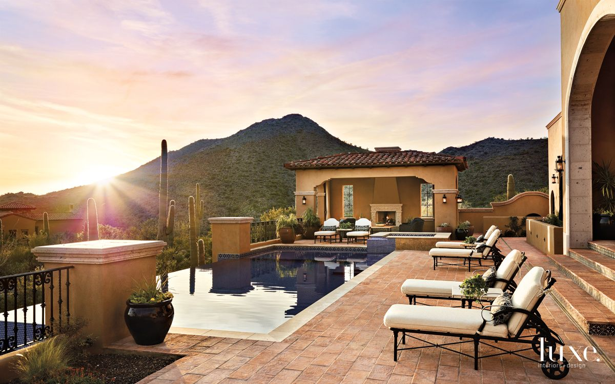 Traditional Neutral Patio with Infinite Edge Pool
