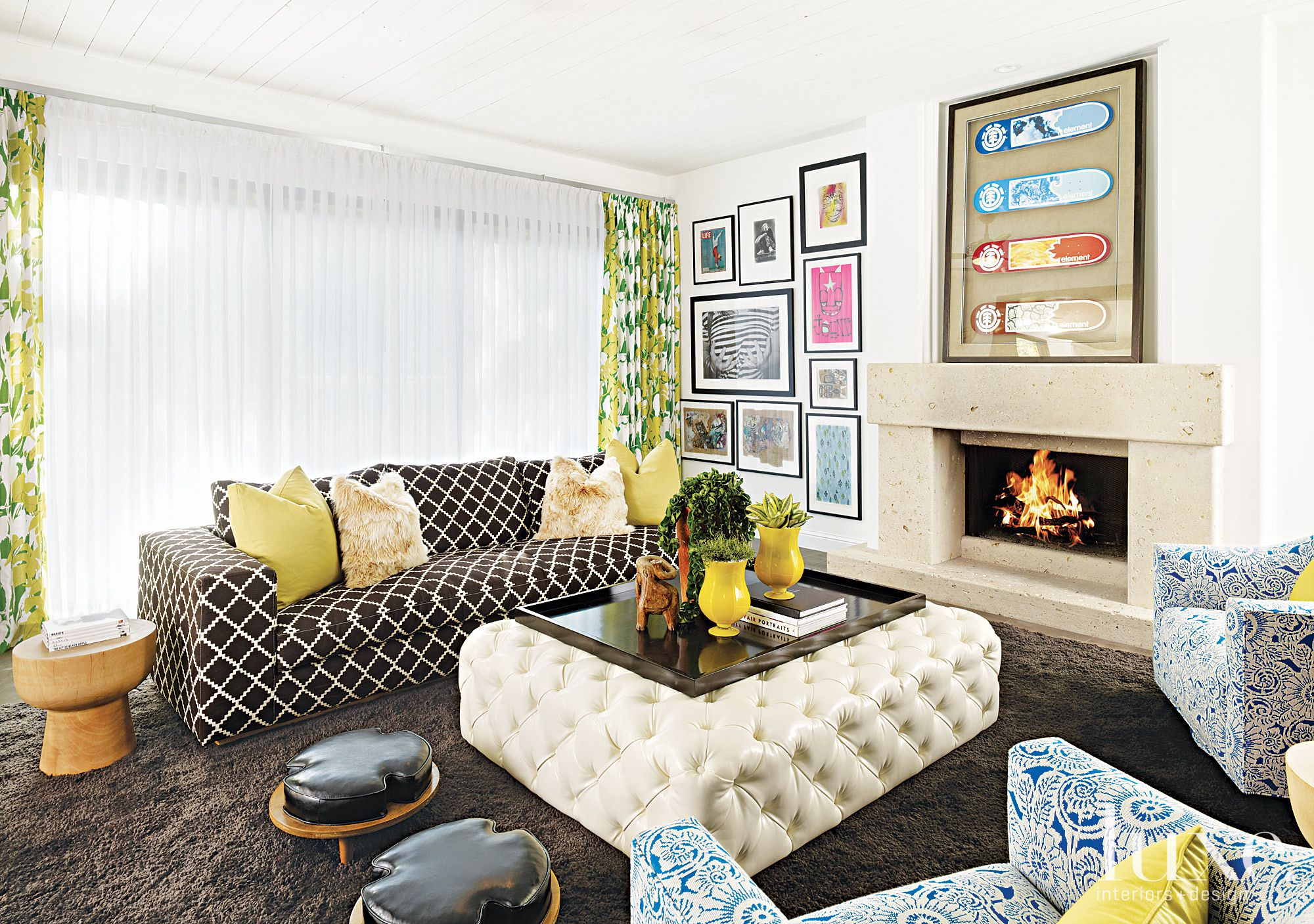 Eclectic White Living Room with Tufted Ottoman