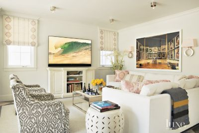 A Contemporary Manhattan Beach Dwelling with Bright Colorful