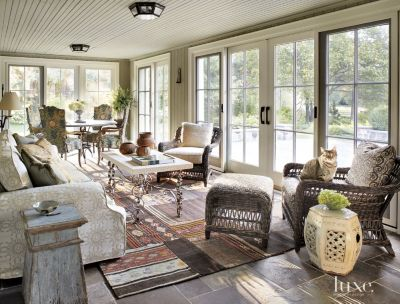 A Transitional Milwaukee Home Incorporates Antiques