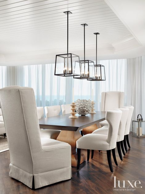 Contemporary white dining room with klismos chairs - Suspension luminaire salle a manger ...