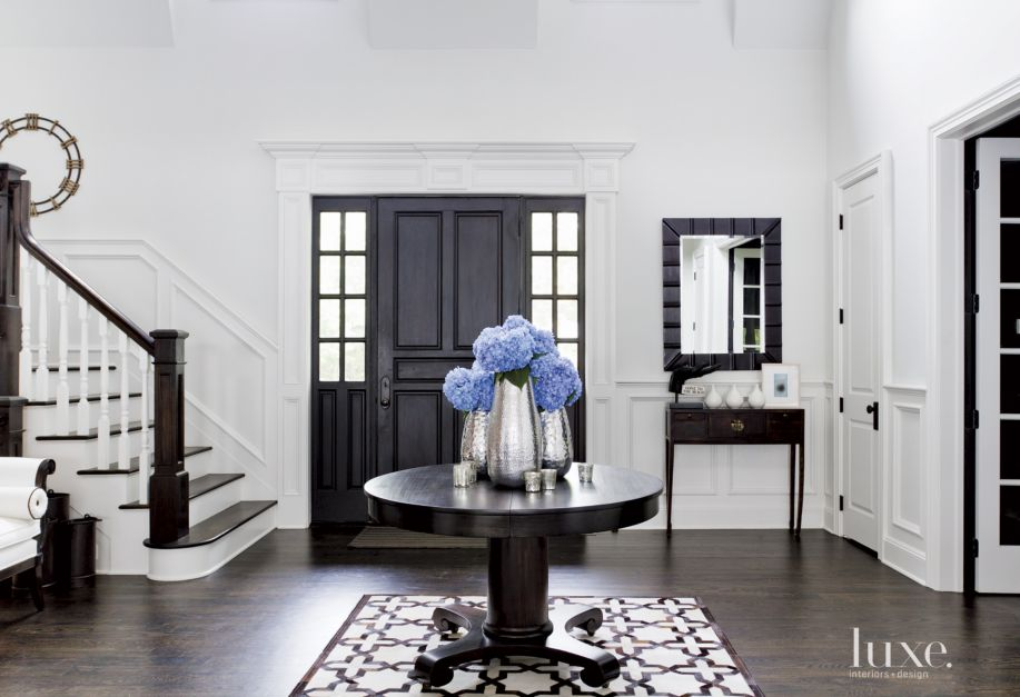 Contemporary white foyer with antique center table luxe - Sofas elegantes diseno ...