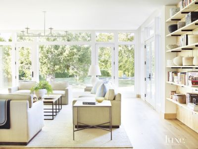 Transitional Farmhouse Style Bridgehampton Home