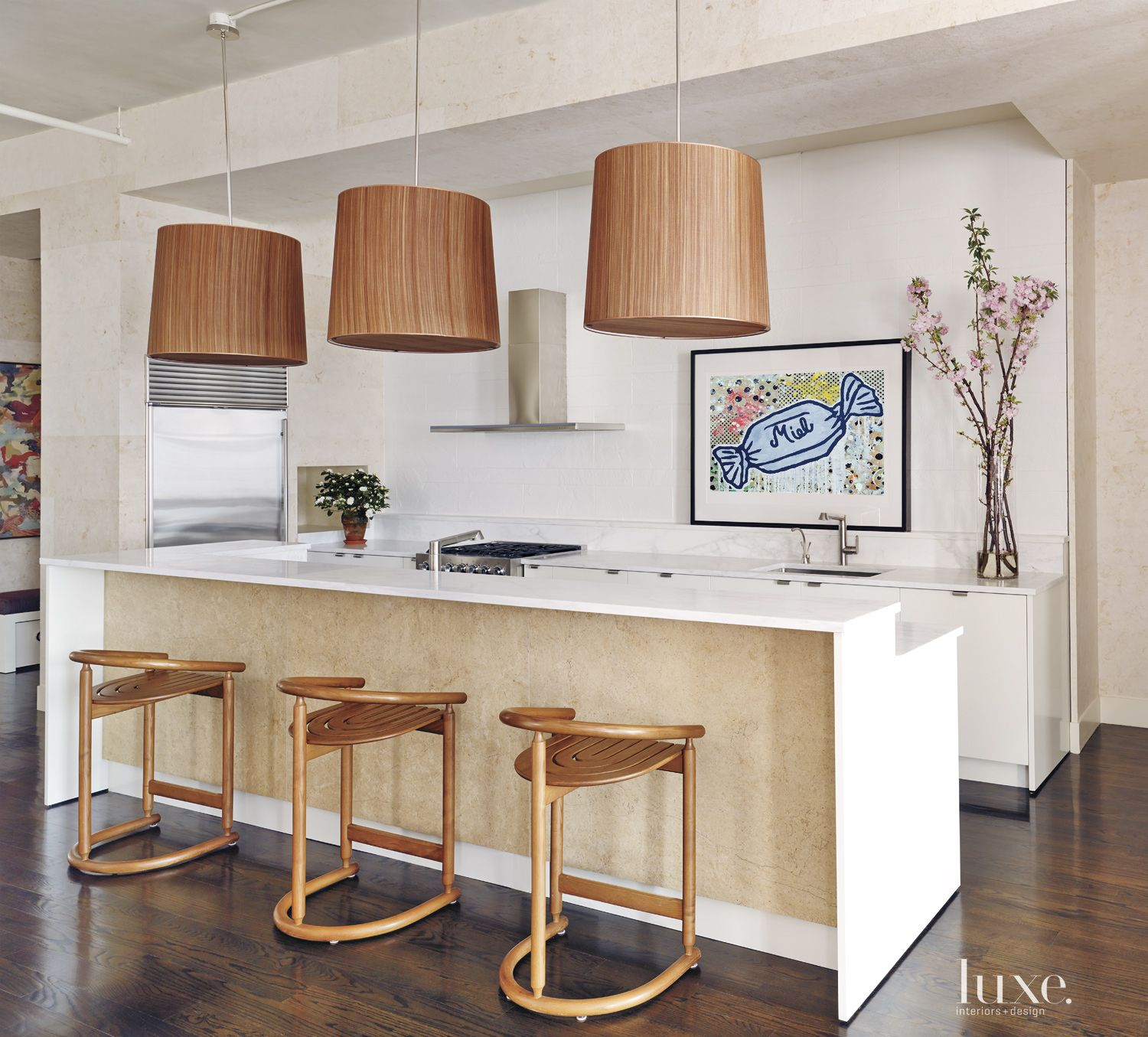 White Modern Kitchen with Lacquered Wood Cabinetry
