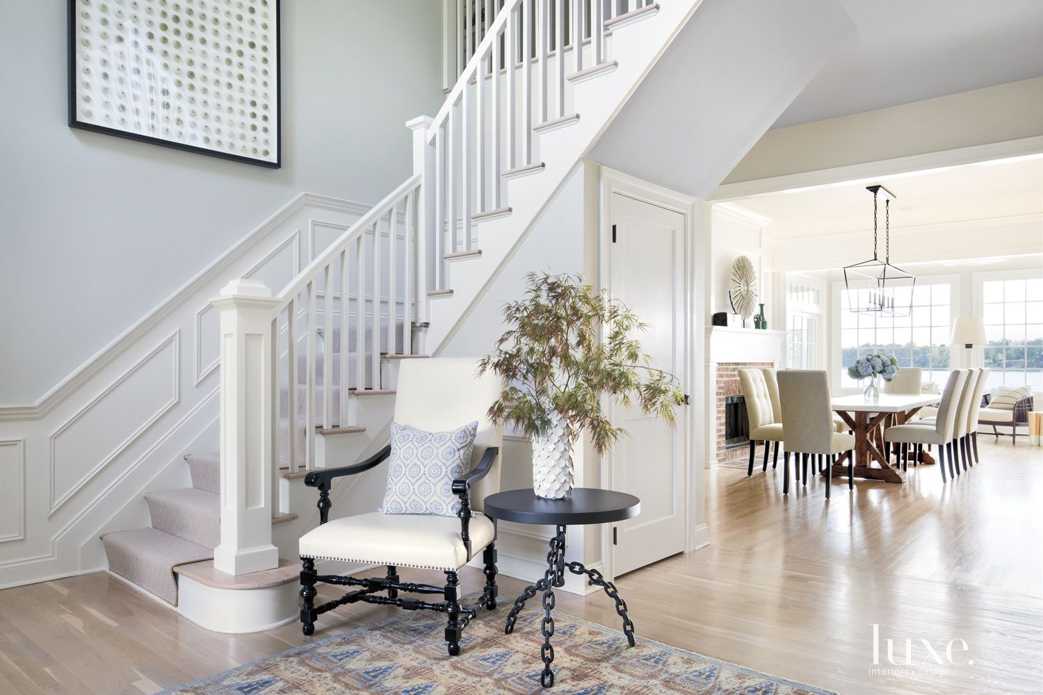 Contemporary White Entry Staircase