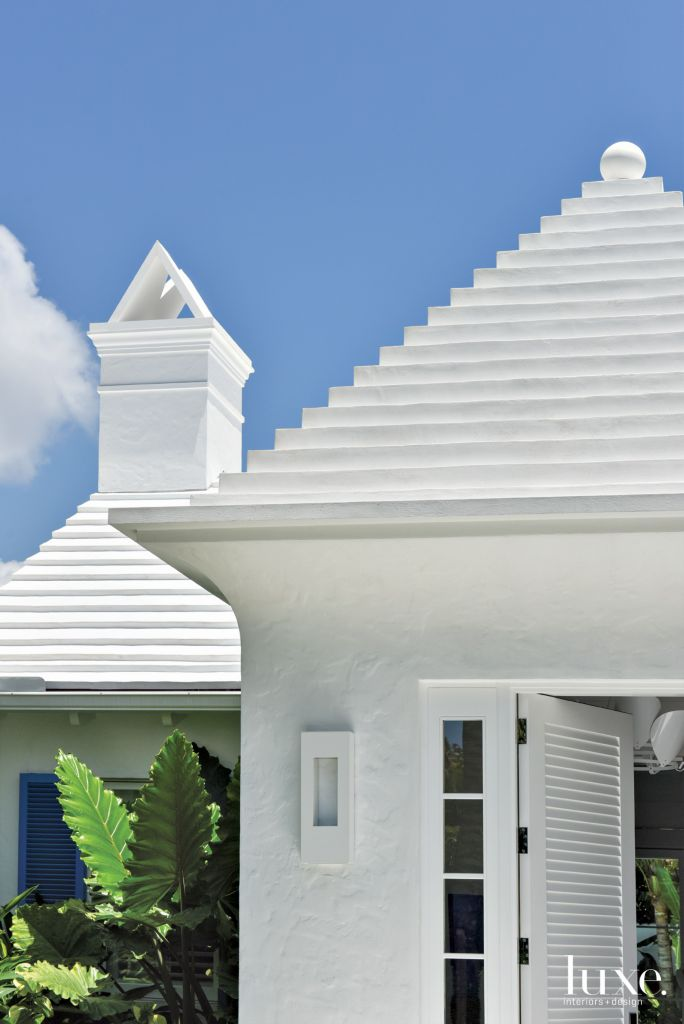 Contemporary White Stucco Exterior Roof Detail - Luxe Interiors + Design