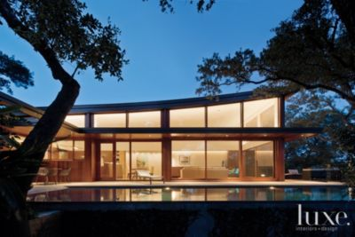 Charmant A Modern Austin Home With Dramatically Sloped Rooflines