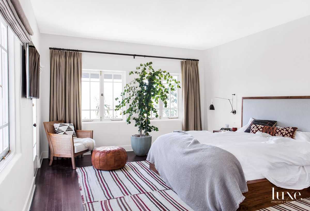 Eclectic White Bedroom with Flat-Weave Carpet