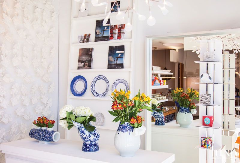 ... to the Glottman showroom in Wynwood: Porcelain vases from the Moooi Delft Blue collection, blue-and-white plates by Italian tableware brand ISI, ...