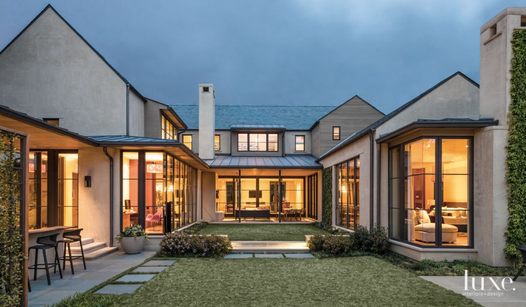 A modern dallas home with a courtyard style design features design insight from the editors - Dallas home design ...