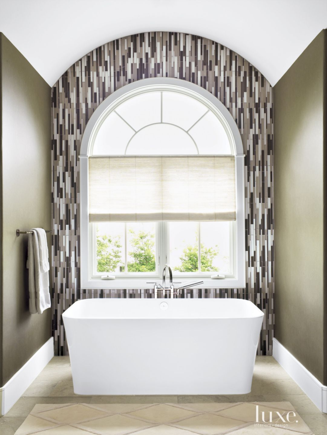 Transitional Neutral Bathroom with Mosaic Accent Wall