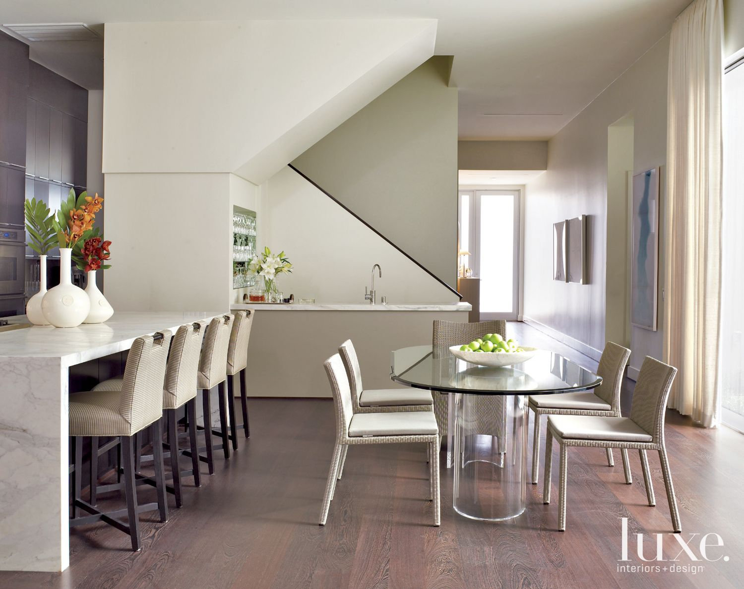Neutral Modern Kitchen and Breakfast Area
